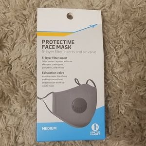 NWT face mask with exhaulation valve